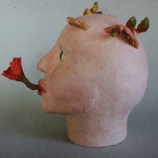 1997 'meisjeshoofd met bloemen' keramiek 23cm
