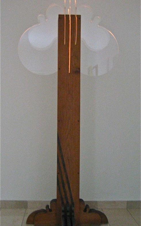 1976 boomlamp eikenhout+plexiglas h 193cm